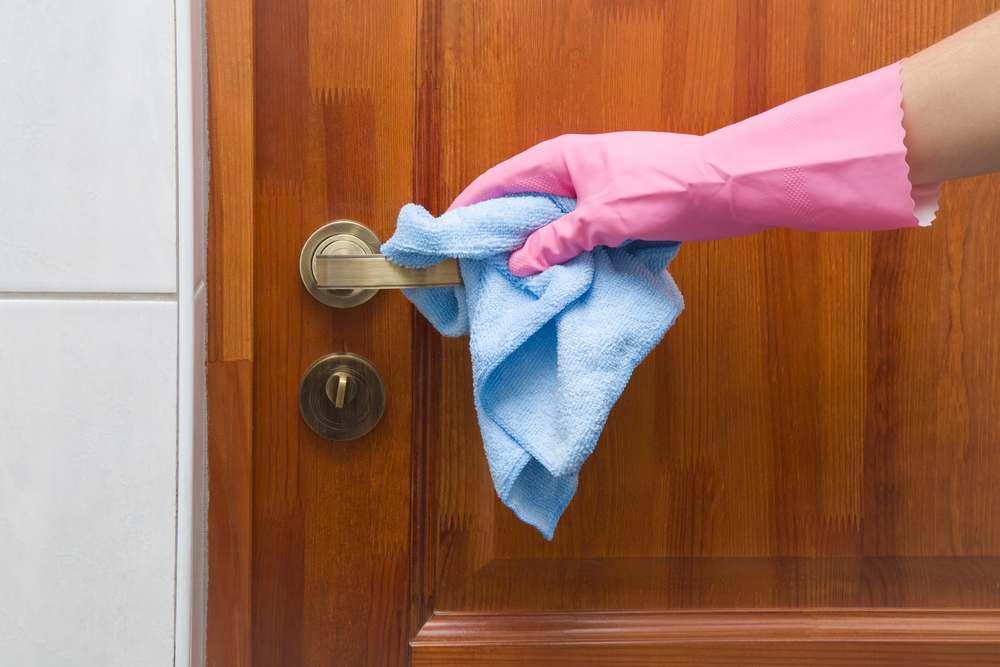 Как отмыть входную дверь от пятен фото